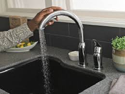 kitchen faucet that automatically swivels when turned on and