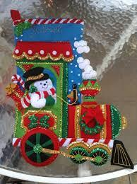 bota navideña hecha en paño lenci con lentejuelas y mostacilla