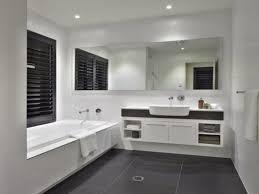 bad grau wei ideen geräumiges bad grau weiss gefliest top 25 best badezimmer