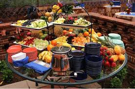 Backyard Wedding Decorations Budget by A Great Way To Set Up A Backyard Buffet For An Informal Wedding