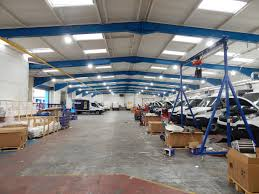 7000 lux bright white light venture industrial luminaires used to help company save energy