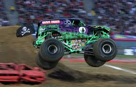 monster truck show detroit grave digger u0027 driver hurt in crash at monster truck rally cbs