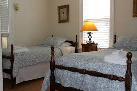 Small Bedrooms With 2 Twin Beds Accommodations