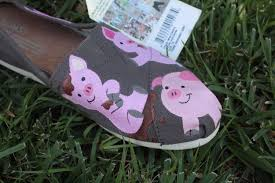 3 little pigs face makeup pig face paint face painting for pig hand painted toms shoes