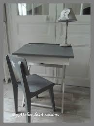 bureau blanc et gris bureau d enfant avec sa chaise vintage atelierdes4saisons patinés
