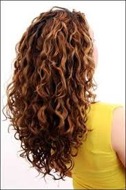 hair cut with a defined point in the back best 25 naturally curly haircuts ideas on pinterest layered