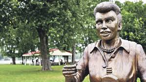 lucille ball statue sculptor apologizes offers to fix it for