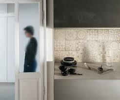 faux carrelage cuisine pose d un plan de travail cuisine 10 cr233dence imitation