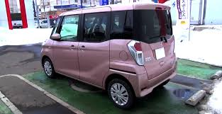 nissan box van 2014 nissan dayz roox is a pink shoe box on wheels autoevolution