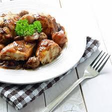 cuisiner un poulet de bresse recette poulet de bresse au vin jaune et aux morilles