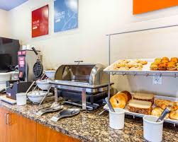 Breakfast At Comfort Suites Hotel Comfort Suites At Kennesaw Ga Booking Com