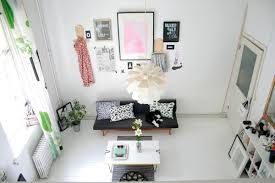 How To Decorate Apartment Walls by Five Easy Ways To Decorate Your Rented Apartment