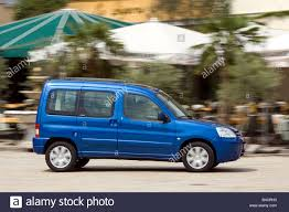 citroen berlingo citroen berlingo hdi 90 model year 2002 blue moving side view
