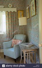 Schlafzimmer Mit Holz Tapete Interiors Bedrooms Traditional Wallpaper Stockfotos U0026 Interiors