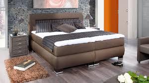 Schlafzimmer Braunes Bett Schlafzimmer Modern Braun Boxspringbett Muster On Braun Designs