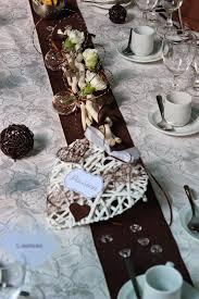 decoration table mariage theme voyage décoration de mariage thème cœur couleurs marron et blanc l