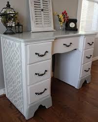 relooker un bureau en bois comment repeindre un bureau en bois maison design bahbe com
