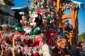 When Do Christmas Decorations Go Up At Disneyland 2016 Christmas At Disneyland Update Disney Tourist Blog