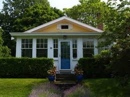 Cottage Front Porch Ideas by Best 25 Enclosed Front Porches Ideas On Pinterest Sunroom