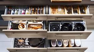 ranger placard cuisine rangement cuisine pratique eclairage cuisine sous meuble des