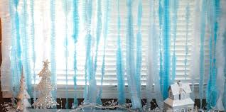 Disney Frozen Christmas Window Decorations by Disney Frozen Diy Ruffled Streamers Two Sisters Crafting
