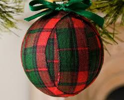 plaid christmas 35 cozy plaid décor ideas for christmas digsdigs