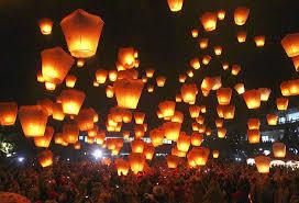 lanterns new year image hundreds of taiwanese release sky lanterns in hopes