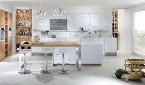 cuisine blanc laqué et bois cuisine blanche bois cuisine blanche avec panneaux imitation bois