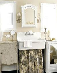 Toile Bathroom Wallpaper by Toile Bathroom Decorlove The Wallpaper And The Square Wood Frames