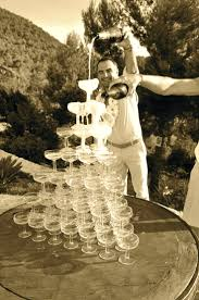 wedding cake with champagne fountain you know what would be great