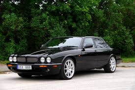 all black jaguar file jaguar xjr 100 jpg wikimedia commons