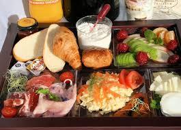 dejeuner au bureau petit déjeuner livré au bureau viennoiserie café