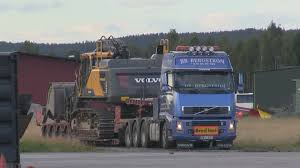 volvo heavy duty transport of volvo ec480e on volvo fh16 610hp 8x4 youtube
