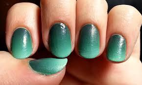 st patrick u0027s day nail art u2013 green gradient with gold shamrocks