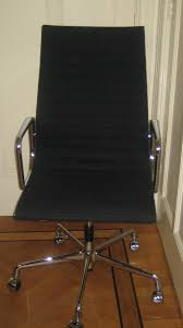 file charles eames chair ea 119 hopsak jpg wikimedia commons