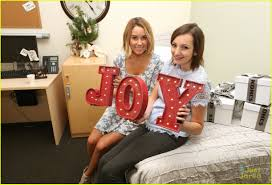decorate a hospital room lauren conrad lends her time to decorate childrens hospital rooms