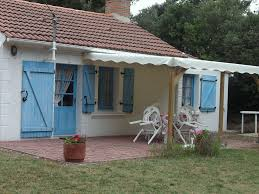 comment fermer une pergola maison av térrasse avec pergola et jardin en vendee vendée