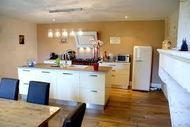 ilot central dans cuisine bien cuisine ilot central design 7 la lumi232re venant du