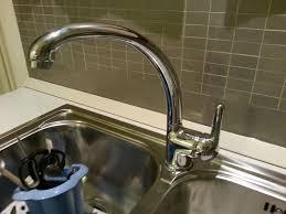 rubinetto perde acqua per me e cosi come cambiare le guarnizioni collo