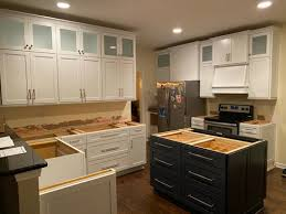 what wall color goes with white cabinets what kitchen wall color for white and navy cabinets