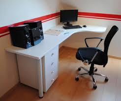 fabriquer un bureau informatique fabriquer bureau d angle idées décoration intérieure