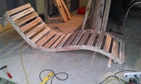 chaise longue palette chaise longue avec des palettes pallets plank and diy pallet
