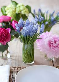 Small Vase Flower Arrangements How To Make A Flower Arrangement Stylecaster