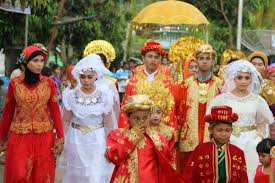 mariage traditionnel mariage traditionnel à sumatra indonésie couleurs du monde