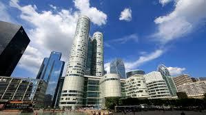 bureau logement tours deux énormes tours de la défense mises en vente