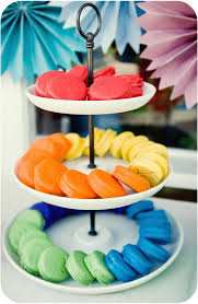 dip oreos in colored white chocolate for an amazing display