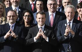 illuminati gestures voil罌 la signification du geste triangle de macron que beaucoup