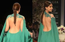 sonam kapoor stunning dance in backless dress at fashion show