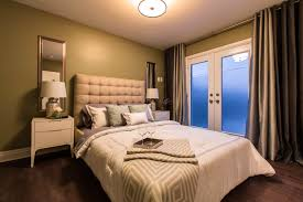 Small Bedrooms With Queen Bed Bedroom Decorating Cream Modern Small Bedroom Queen Size Bed