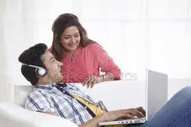 femme de chambre lesbienne femme lesbienne écouter de la musique photographie peus 48321751